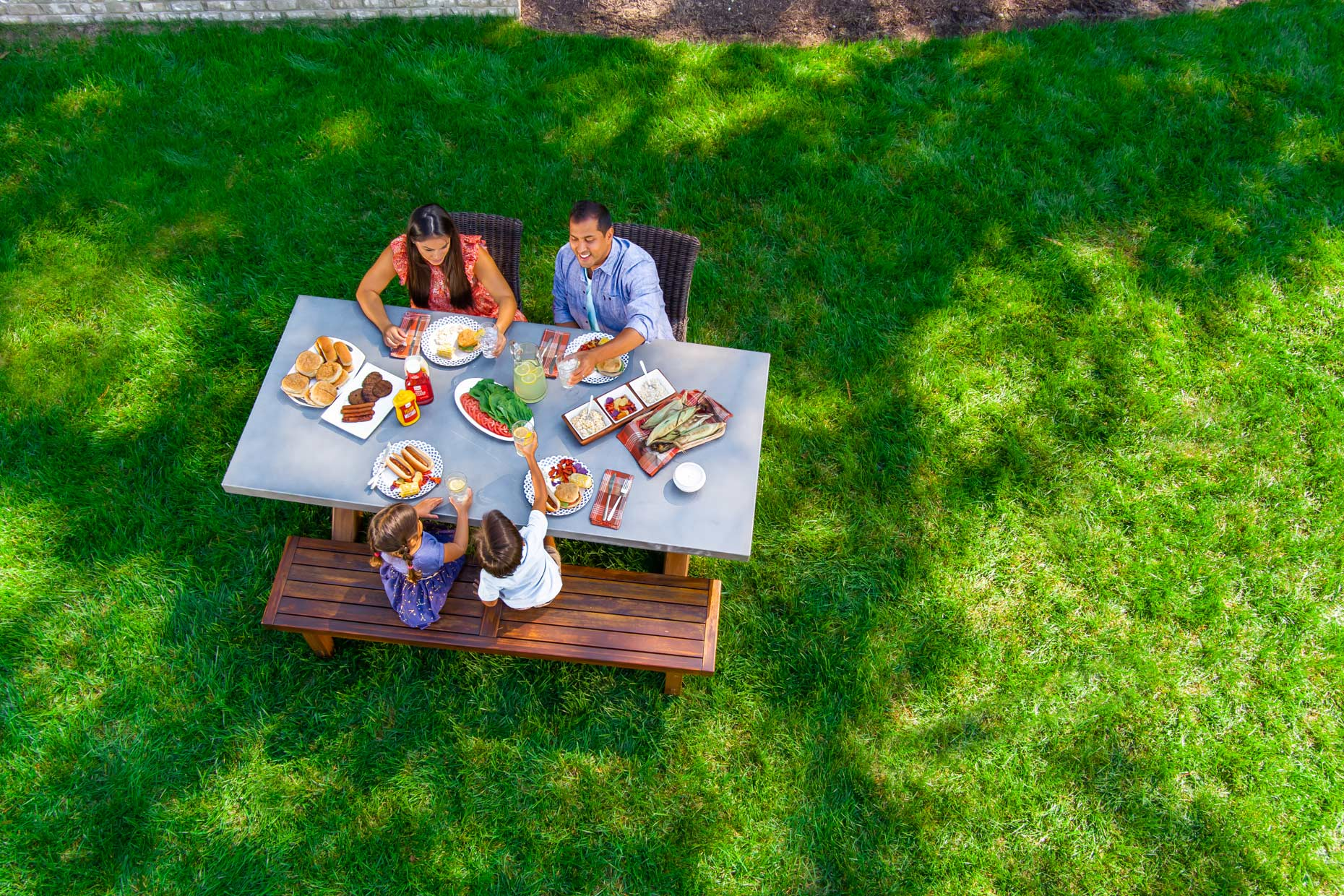 200922_overhead-view-family-at-backyard-picnic-table_Robert_Holland