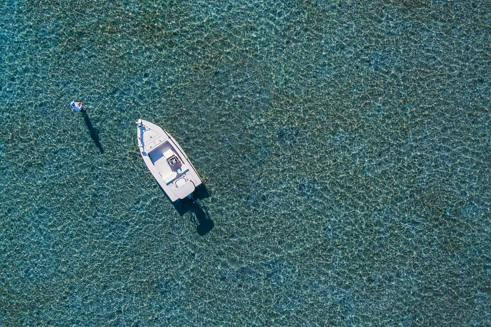 MAX_0088_aerial-view-man-and-boat-fishing-in-flats-shallow-water_Robert-Holland