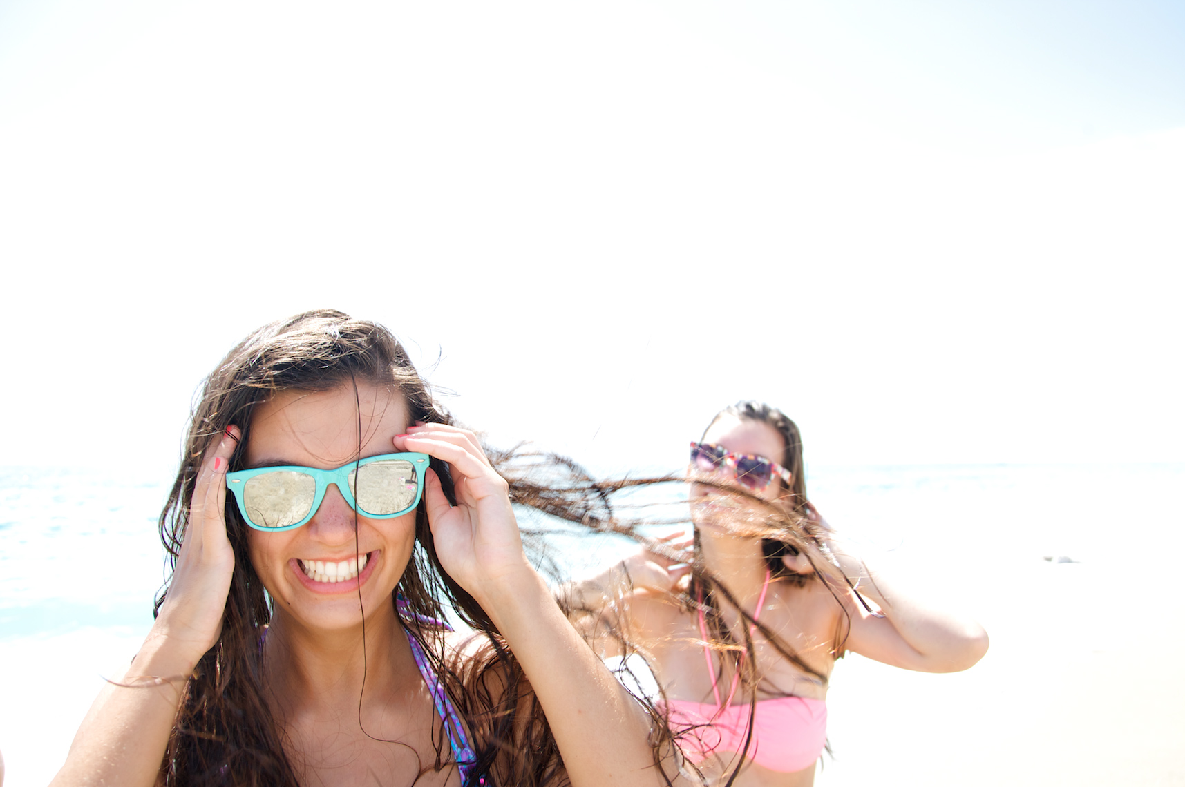 teenage girls having fun at beach_A2D3099_Robert-Holland.jpg
