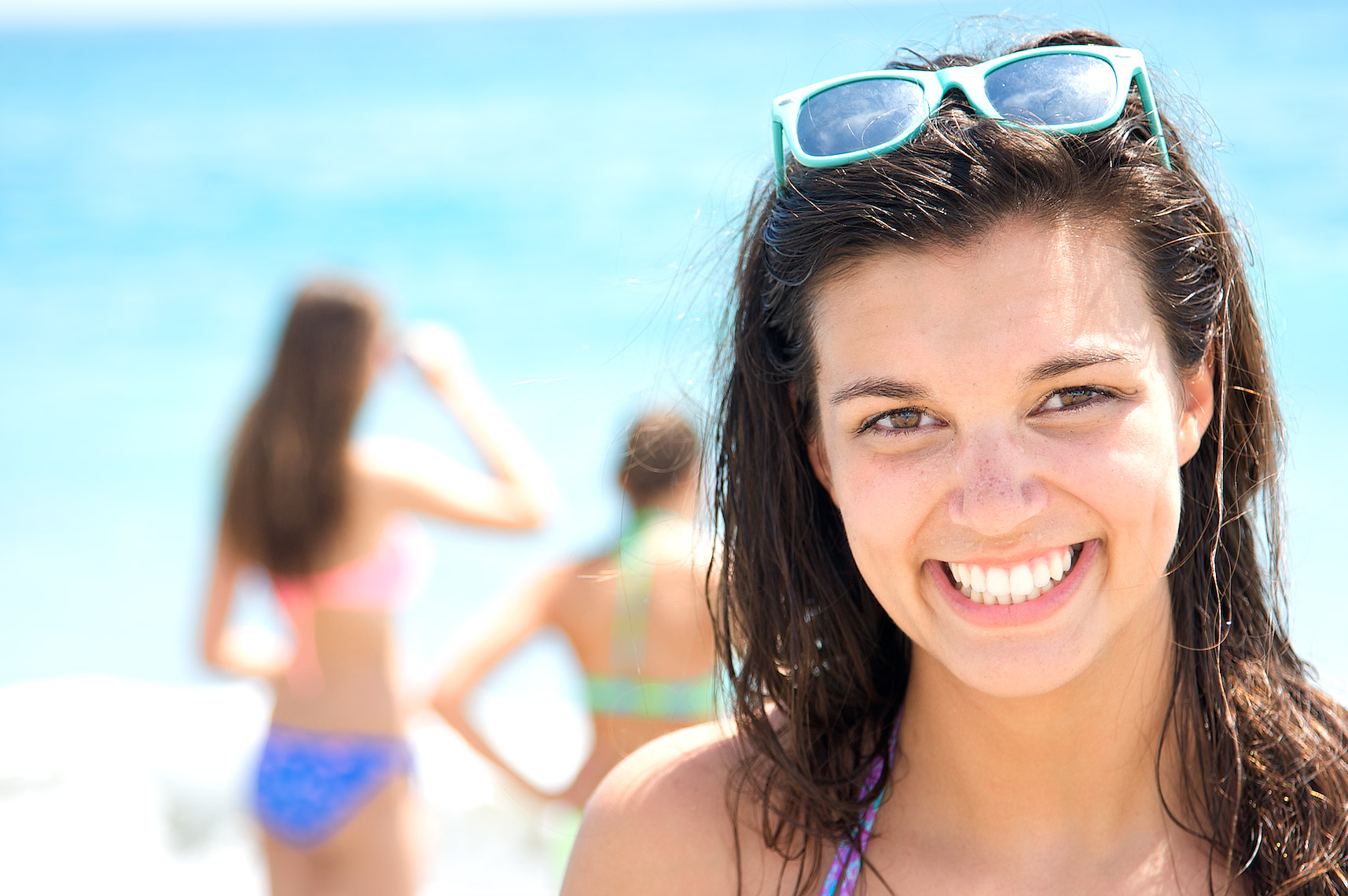 teenage girls having fun at beach, close-up view_A2D3490_Robert-Holland.jpg
