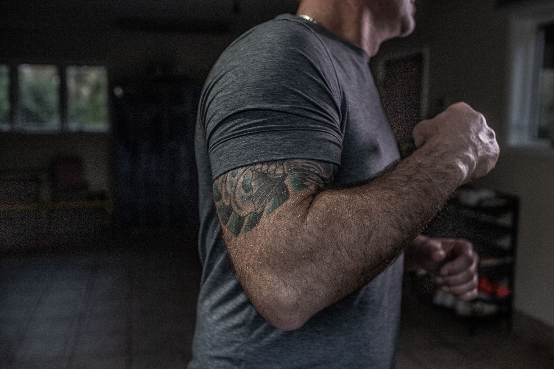 _MG_9203_man tattooed muscular arm in garage __RobertHolland