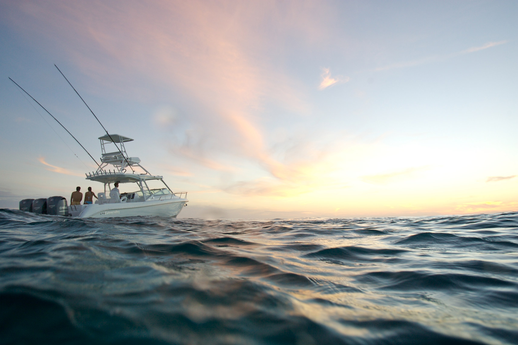 sportfishing yacht sunset_Y0U8290_Robert Holland.jpg