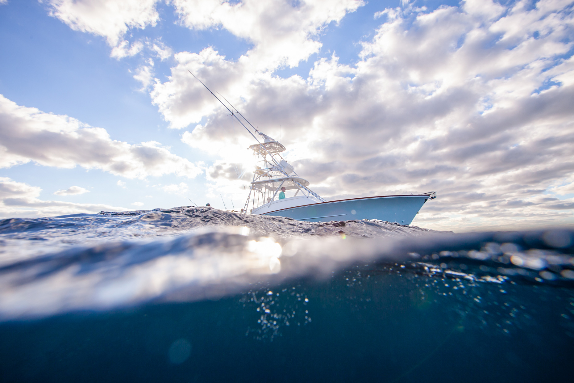 water-view-of-sportfishing-boat_MG_1899__Robert-Holland